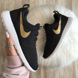390bd9ab6c55a Nike Shoes - NWT Nike ID Roshe One Custom Gold Swoosh